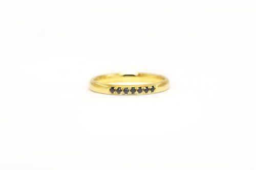 Zlatý prsten s černými diamanty